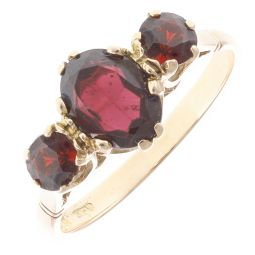 Pre-Owned 9ct Yellow Gold Three Red Garnet Stone Ring - 2.3g